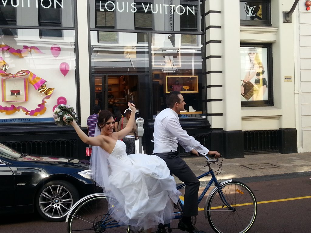 Wedding Limo Hire Perth assisted this lovely couple celebrate their fantastic wedding day in Perth city
