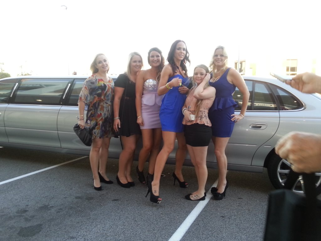 Hens limousine hire, school ball limo hire, Perth limo hire
